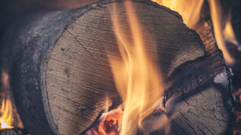 Skab hygge i hjemmet med en brændeovn